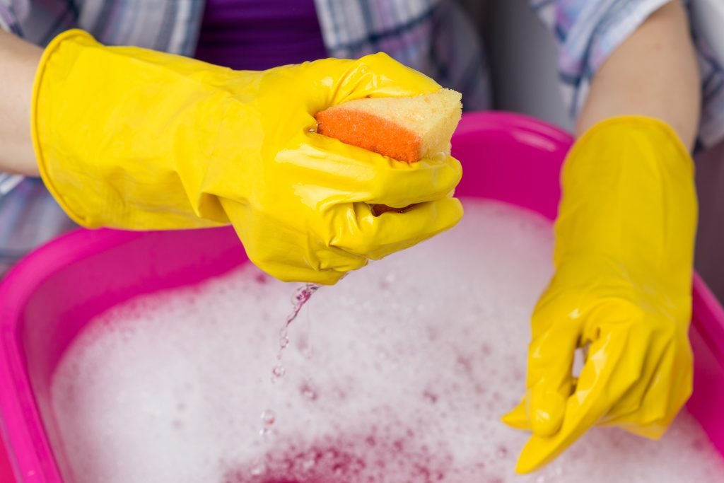 FOCUS ON DIFFICULT STAINS.